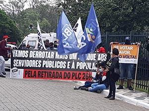 SERVIDORES FAZEM NOVO PROTESTO CONTRA PLC 26/2021